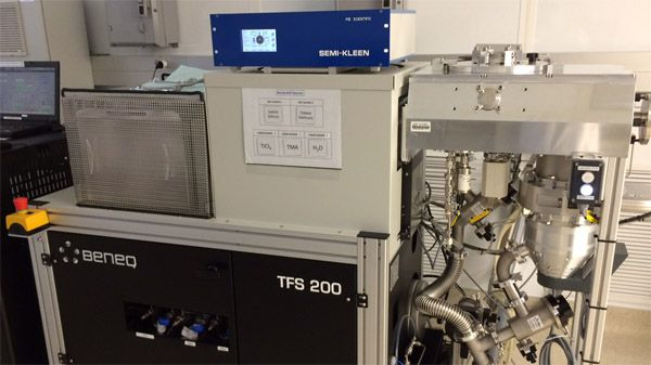 Sample cleaning for ALD and XPS system